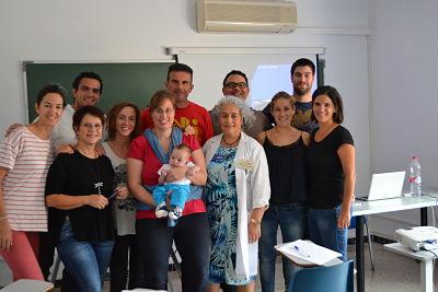 Los alumnos del Máster Universitario en Osteopatía Pediátrica retomaron las clases el pasado fin de semana. Aquí los vemos con la profesora Amaia Iturburu.