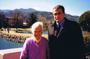 Viola Frymann y José A. Soler. Colorado Springs. Marzo 2004_
