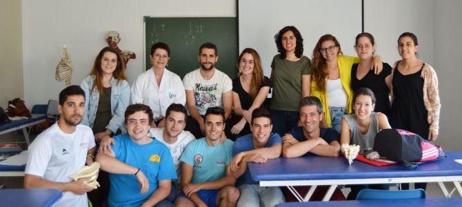 Los alumnos de 1º con la profesora Claudia Prieto durante el pasado fin de semana en el que aprendieron las Técnicas de Energía Muscular para el tronco