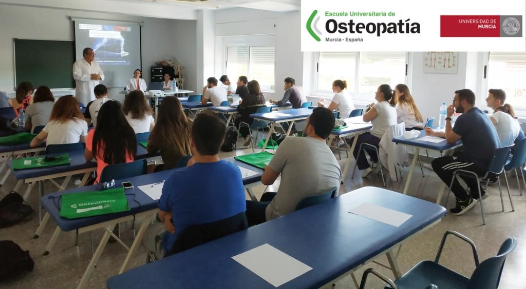Alumnos en clase del Máster de Osteopatía